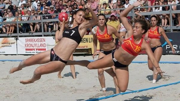 handball-beach-female